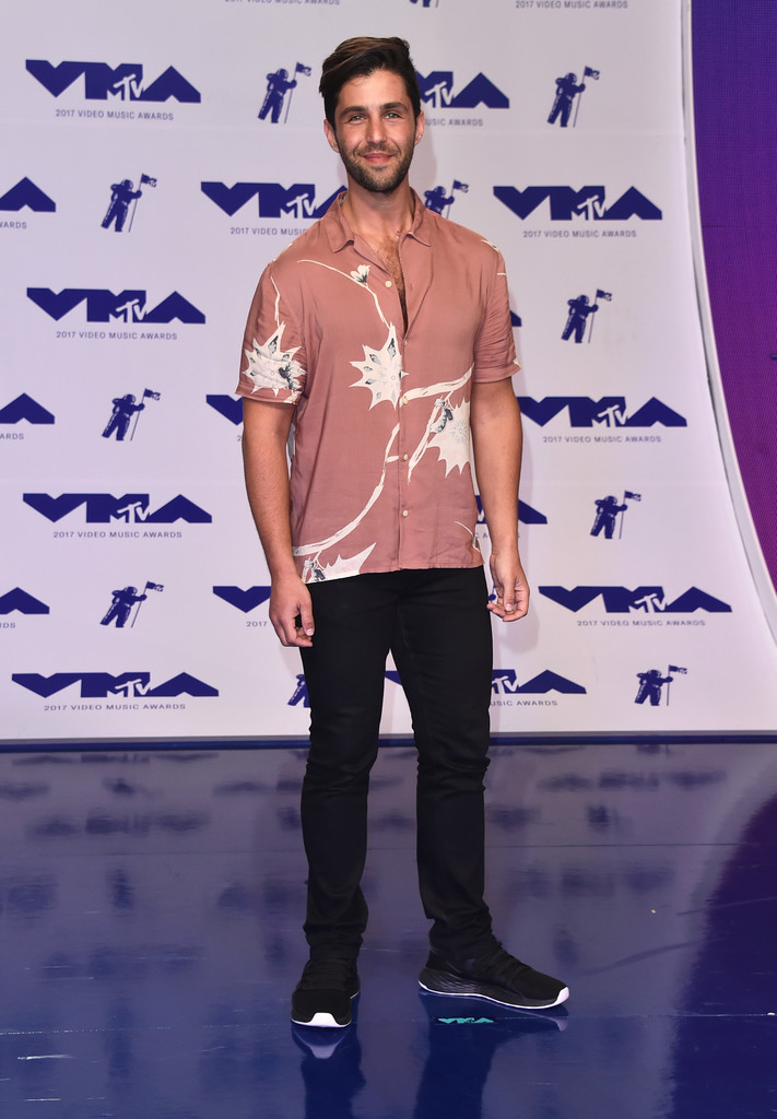 Josh Peck attends the 2017 MTV Video Music Awards at The Forum on August 27, 2017 in Inglewood, California.