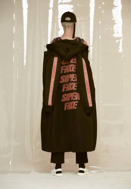 Q DESIGN AND PLAY AW17 SUPERFAKE12
