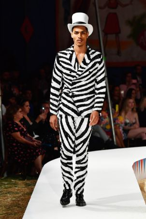 Moschino Menswear Spring Summer 2019 & Women's Resort Los Angeles16