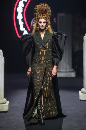 Moschino Menswear Fall Winter 2019 Rome10