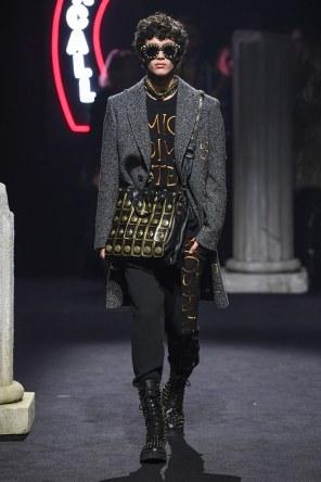 Moschino Menswear Fall Winter 2019 Rome11