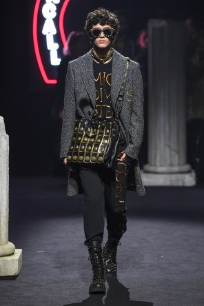 Moschino Menswear Fall Winter 2019 Rome11