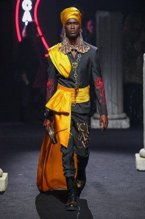 Moschino Menswear Fall Winter 2019 Rome14