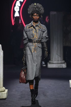 Moschino Menswear Fall Winter 2019 Rome15