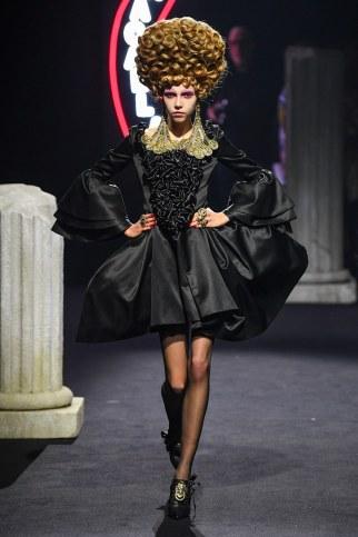 Moschino Menswear Fall Winter 2019 Rome26