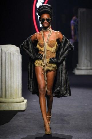 Moschino Menswear Fall Winter 2019 Rome35