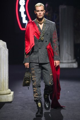 Moschino Menswear Fall Winter 2019 Rome5