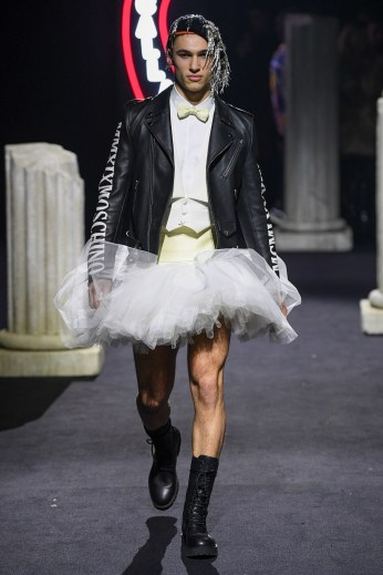 Moschino Menswear Fall Winter 2019 Rome51