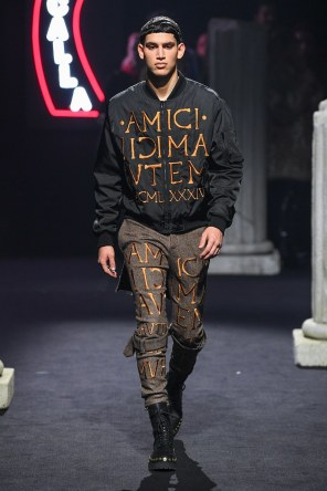 Moschino Menswear Fall Winter 2019 Rome9
