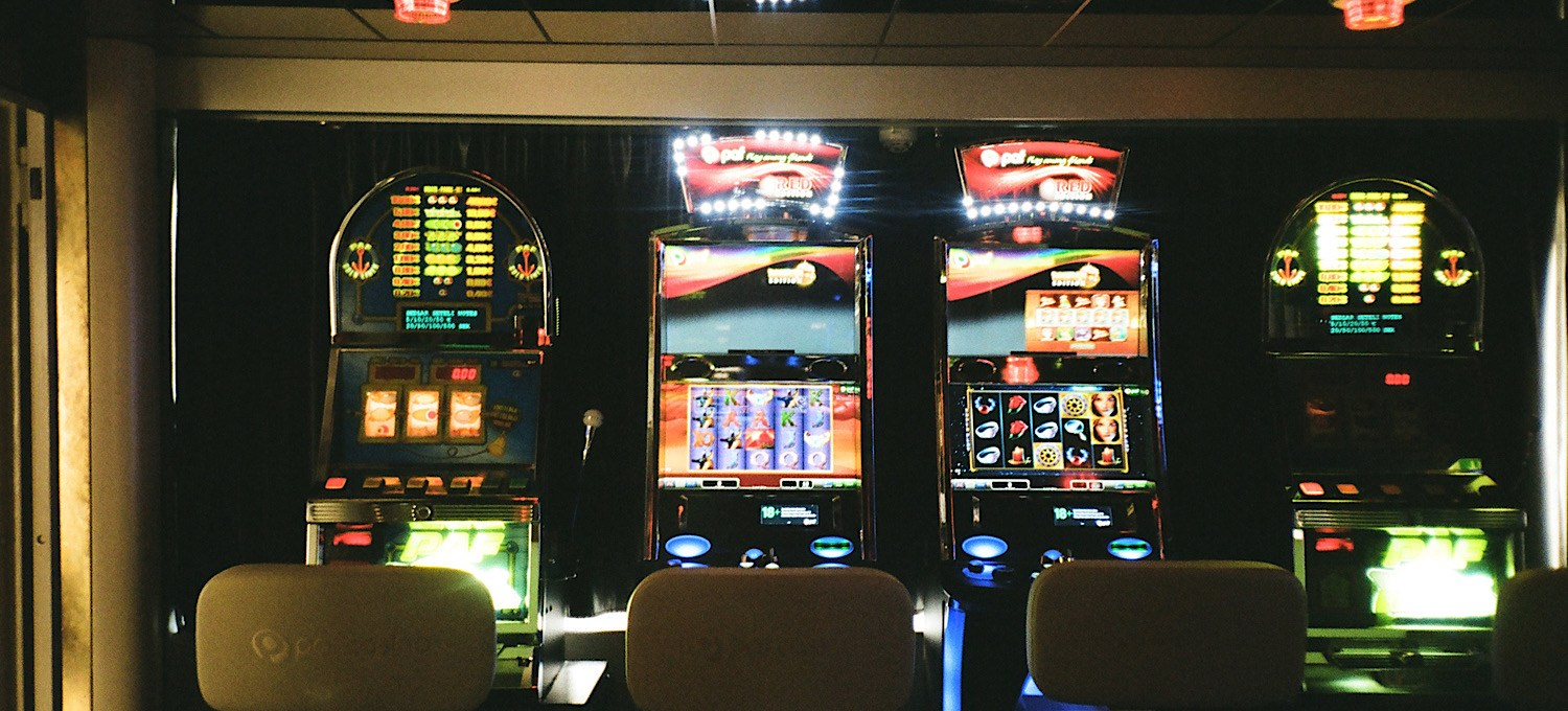 Traditional vs Modern Slot Machines Cover