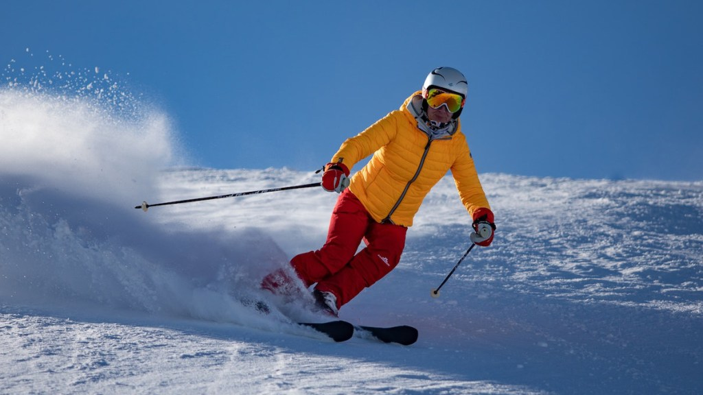 5 Reasons Why You Should Wear Proper Gear Before Skiing cover