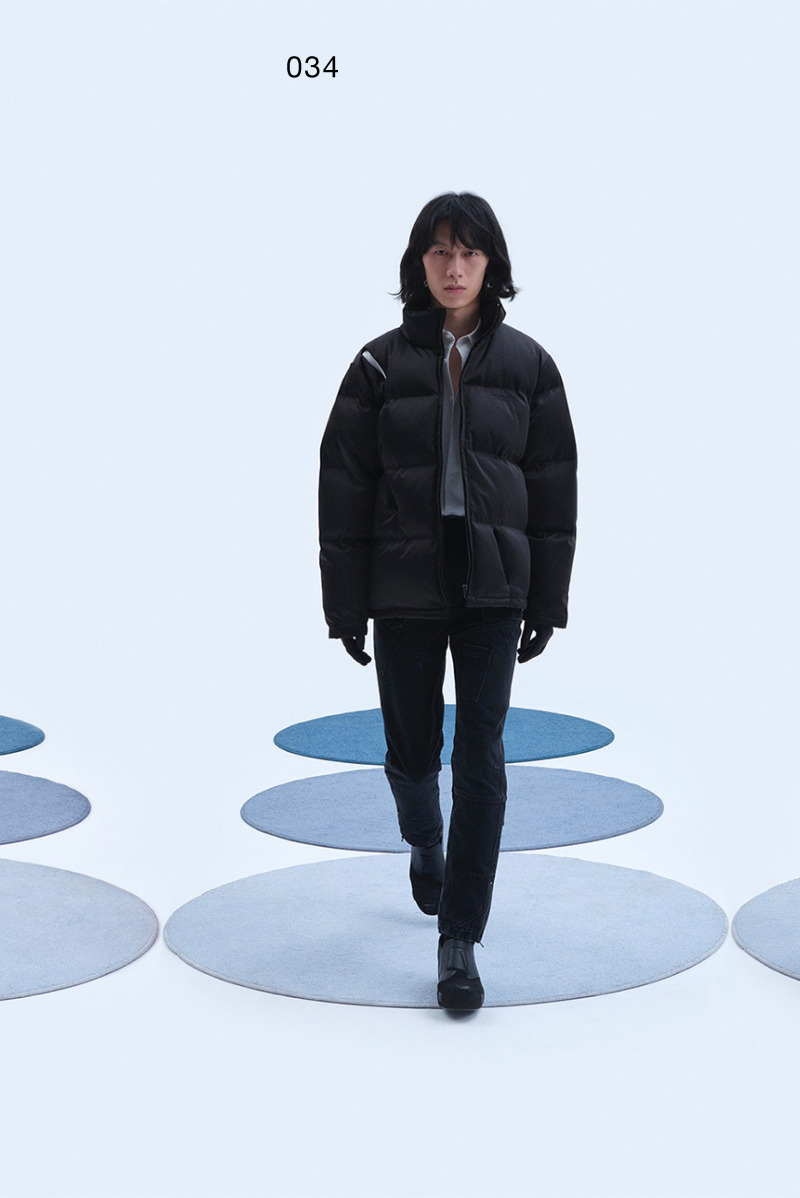 Supernatural, Extraterrestrial & Co. pierced down jacket, for which the AW20 version of the cracked down jacket served as the prototype.The first version of the Supernatural, Extraterrestrial & Co. uniform shirt was the SS18 version. The part where the tie can be placed on the chest is the iconic detail of this product.XANDER ZHOU standard wide-leg pants.The three-dimensional pattern on the New Human one-piece helmet is derived from the AW19 version of the amphibious suit pattern and the SS21 version of the knitted totem pattern suit. Version 3 of the mechanics platform shoes first appeared as its AW20 version. This is an update to its AW21 version, adding more three-dimensional details in the shape of mechanical parts.