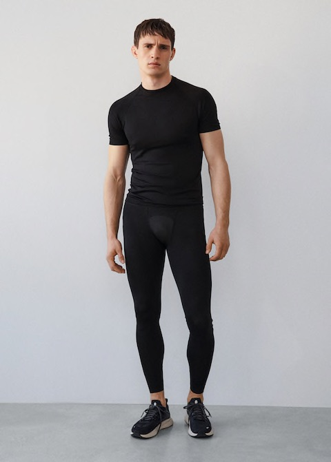 Online Exclusive. Activewear Collection. Leggings design. Technical fabric. Breathable stretch fabric. Elastic waist. Zipped hem. Reflective details.