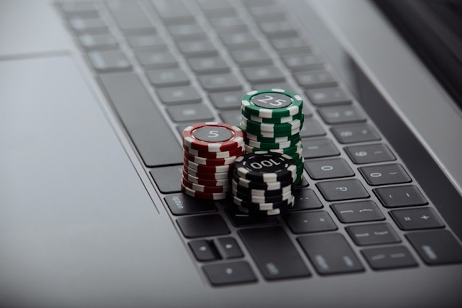 Internet Gambling Among Teens and Students in 2021
