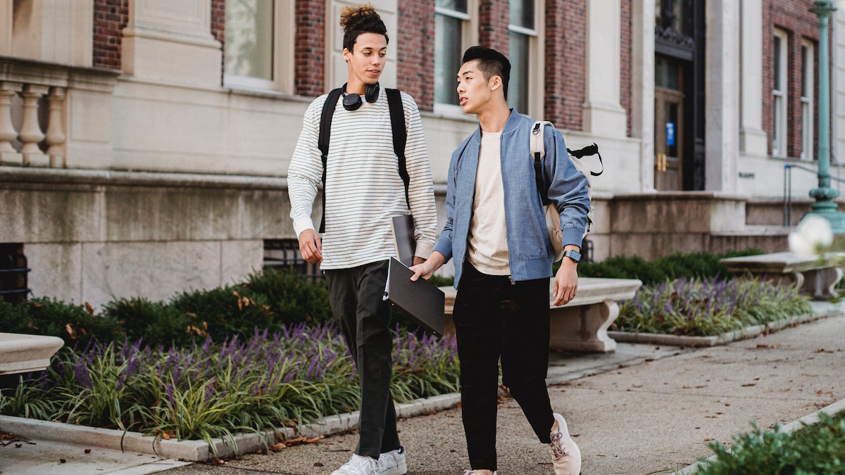 How to Stay Stylish During University Life
