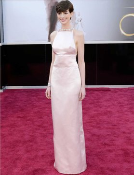 anne-hathaway-oscar-dress-apology_GB