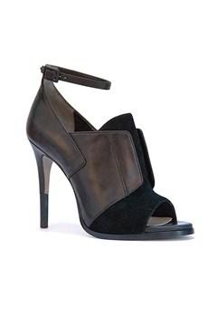 cameron-diaz-shoes-02-vogue-4jan14-pr_240x360