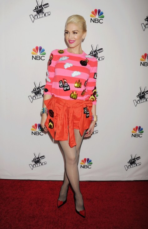 hot-or-hmm-gwen-stefanis-la-the-voice-red-carpet-event-custom-sequin-emoji-striped-top-and-shorts-1-800x1237