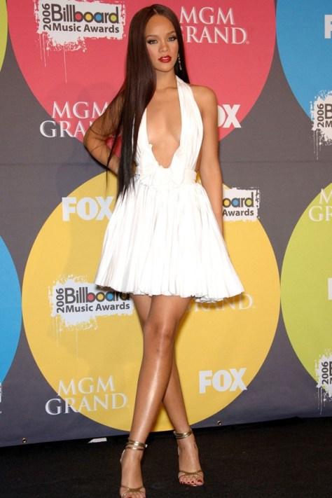 Rihanna38_V_5sep11_pa_b_592x888
