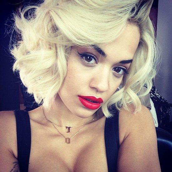 Rita-Ora-showed-off-bombshell-beauty-look-set-photo