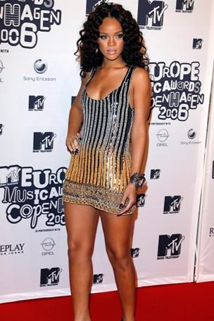 Rihanna7_GL_10jan11_pa_b_304x456