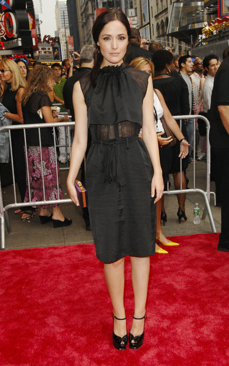 rose-byrne-damages-premiere-2007-black-dress-h724