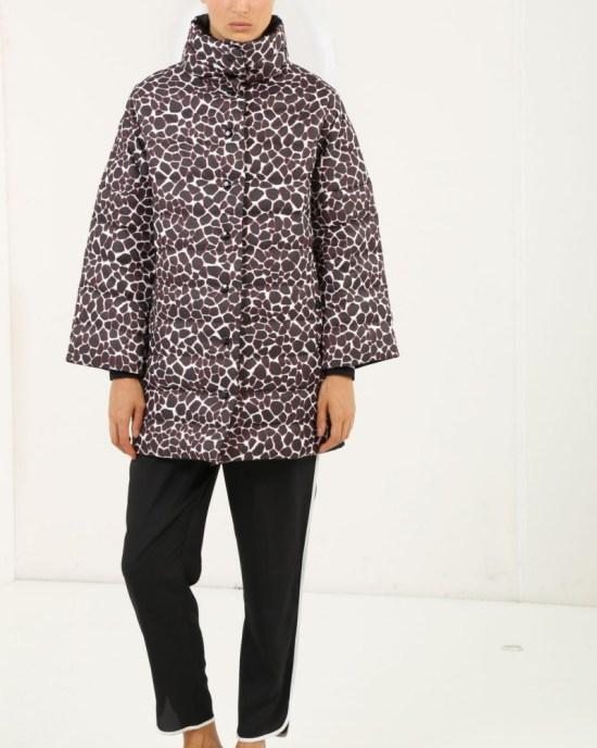 iceberg-reversible-jacket-with-giraffe-print_1