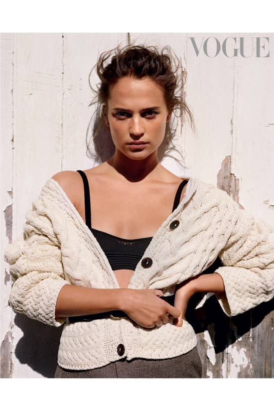 Alicia-Vikander-for-online-vogue-30june16_B