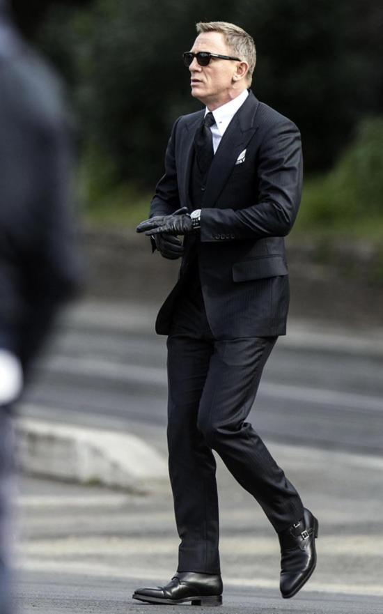 Daniel Craig Spectre Suit Image