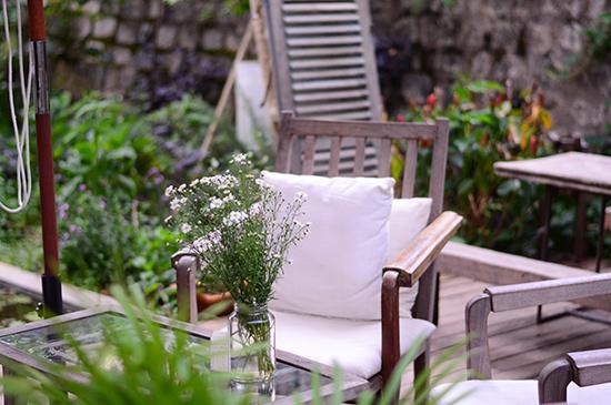 garden decor image