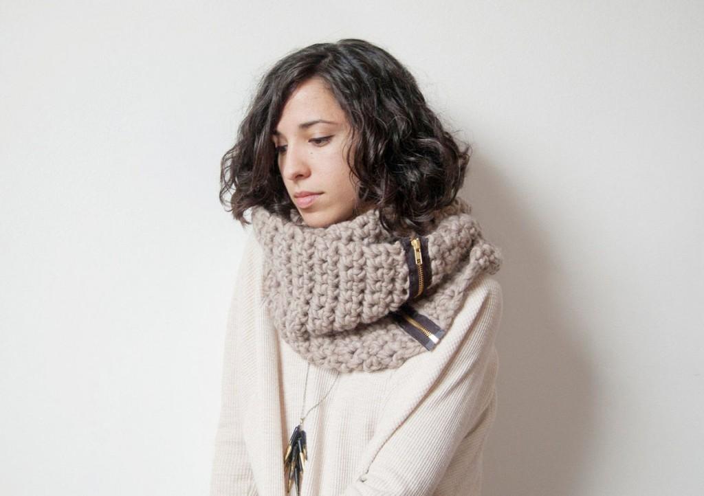 Как правильно надеть шарф-снуд