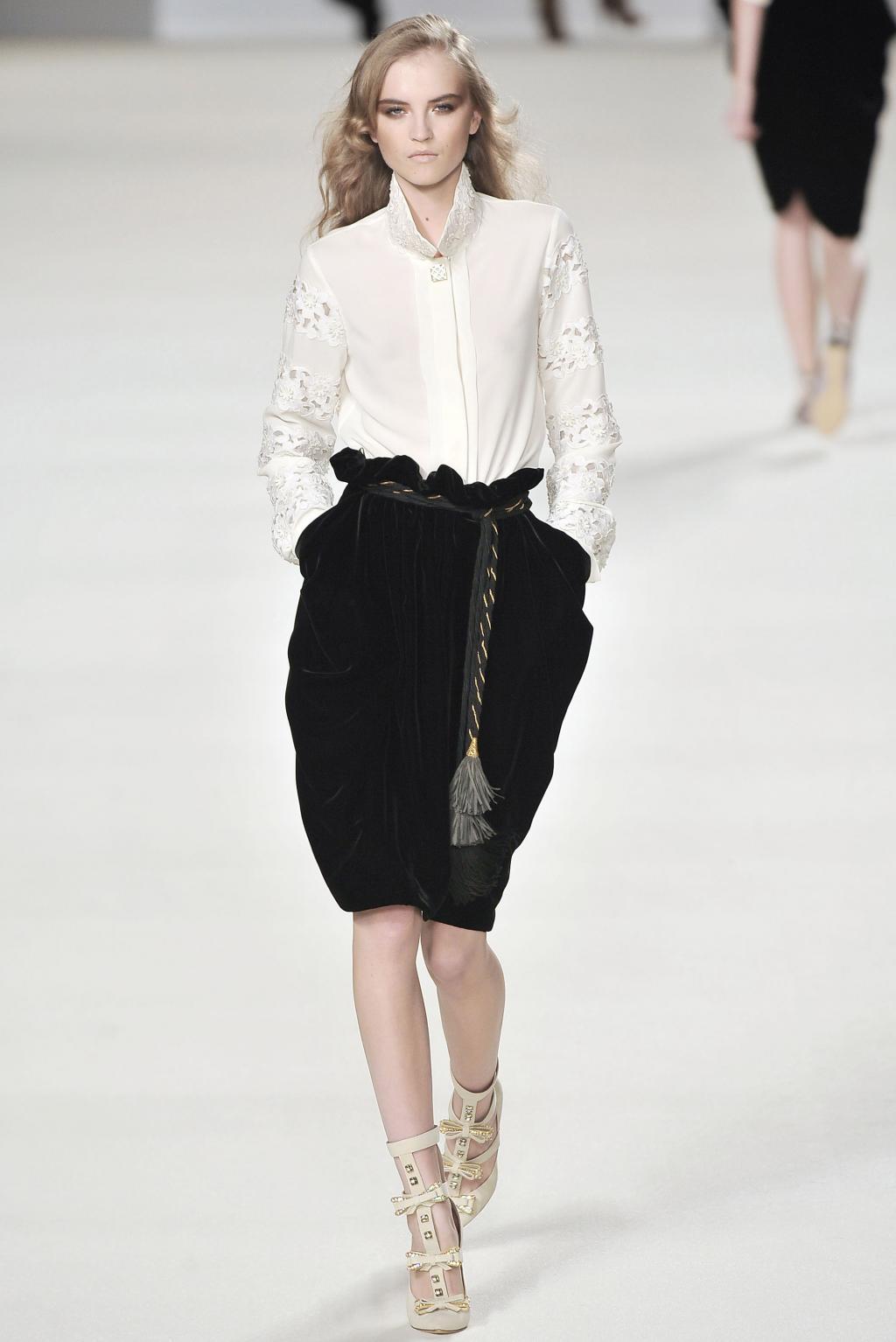 f43dc0cbff59 Как украсить длинную джинсовую юбку. Как сделать юбку из старых ...