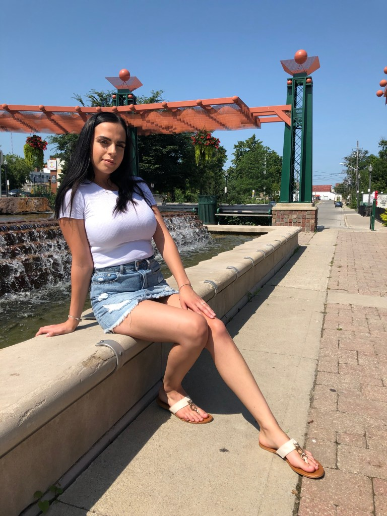 summer looks, summer fashion, new mom, young mom, brown hair, style, young, white shirt, denim skirt