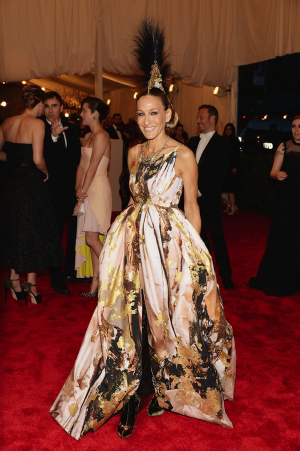 sarah jessica parker Anne Hathaway 2013 met galal punk chaos to couture costume institute