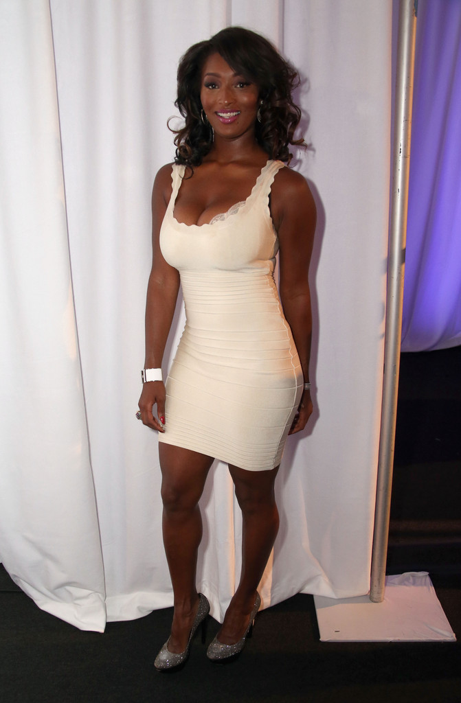 toccara-2013-bet-awards-radio-remote-room-day-2-los-angeles-herve-leger-scalloped-bandage-jersey-dress