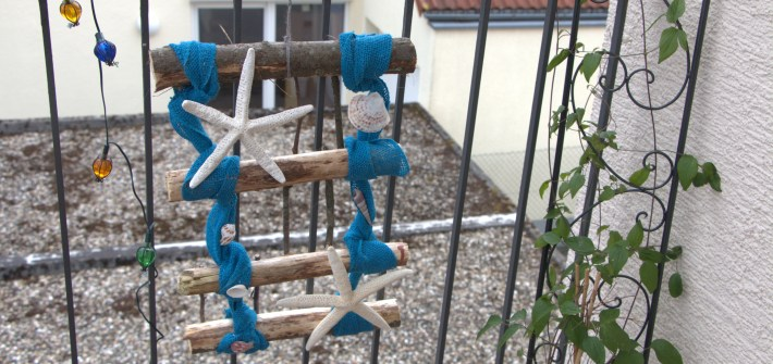 Beach Garden Ideas: Easy to Make Small Trellis DIY