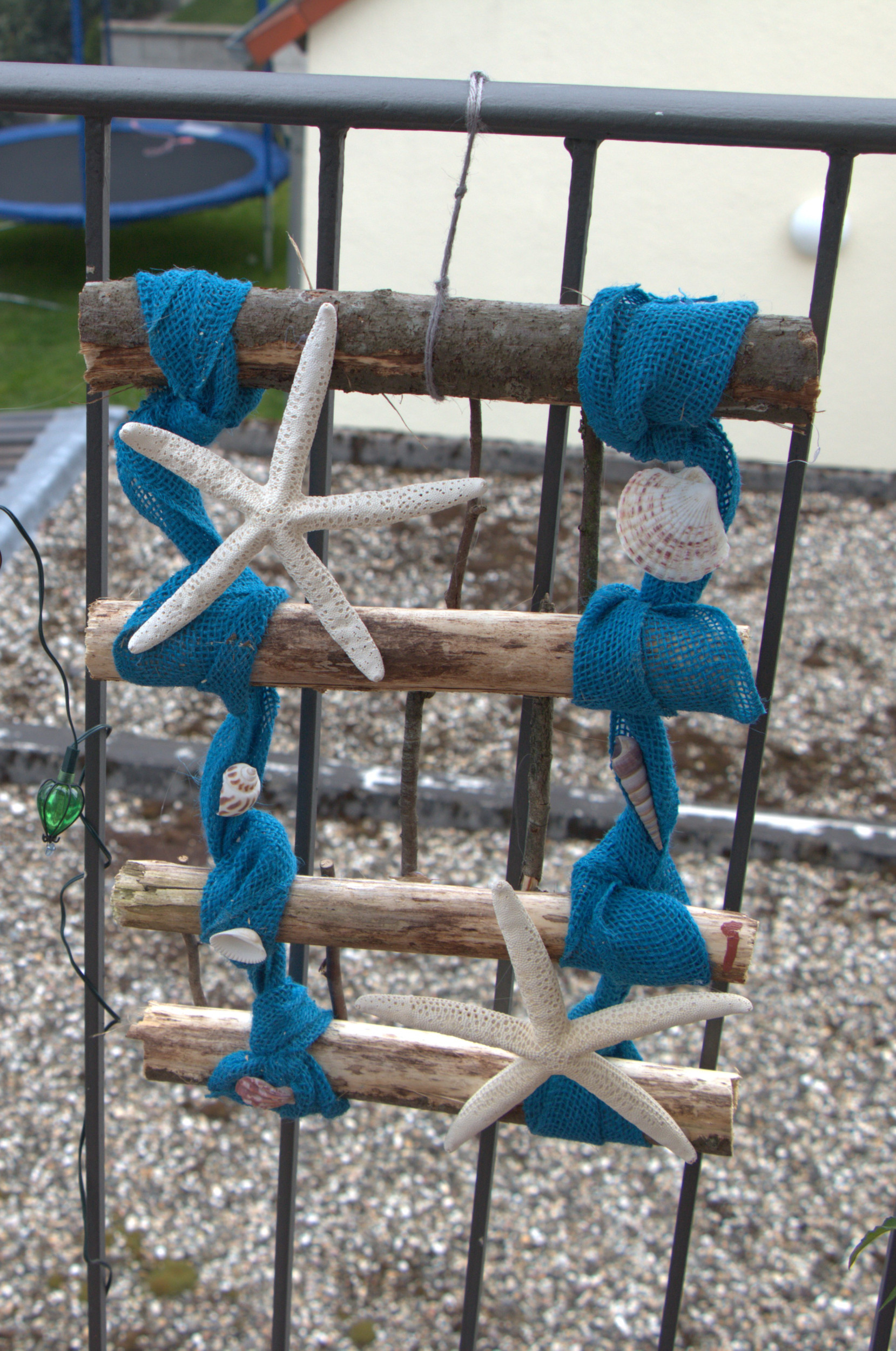 Beach Theme Patio Decoration: Easy to Make Small Trellis on Nautical Patio Ideas id=33957