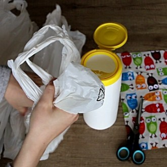 Grocery bag storage ideas: DIY plastic bags holder