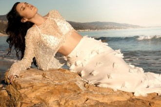 RUMER-WILLIS-5-for-BADGLEY-MISCHKA-ad-photo-courtesy-of-badgley-mischka-on-fashiondailymag.com_