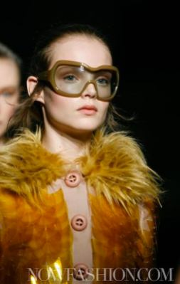49-PRADA-FW2011-MILAN-fdm-runway-selection-brigitte-segura-photo-nowfashion.com-on-fashiondailymag
