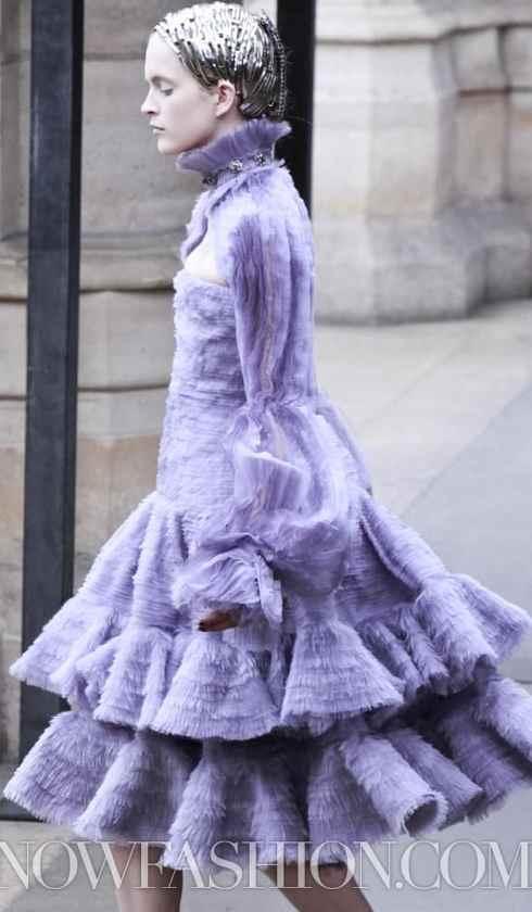 ALEXANDER-McQUEEN-FALL-2011-paris-runway-selection-brigitte-segura-photo-21-nowfashion.com-on-fashion-daily-mag