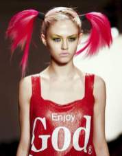 JEREMY-SCOTT-PINK-PIGTAILS-on-the-fall-runway-on-FDM-photo-nowfashion