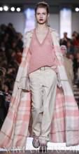 MISSONI-F2011-runway-milan-photo-nowfashion.com-on-fashiondailymag.com-brigitte-segura