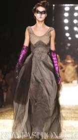VIVIENNE-WESTWOOD-FALL-2011-runway-+-beauty-selection-brigitte-segura-photo-3-nowfashion-on-fashiondailymag