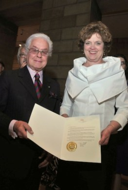 ROBERTO-CAPUCCI-and-First-Lady-of-the-Commonwealth-of-Pennsylvania-Susan-Corbett-announcing-roberto-capucci-day-June-2-on-FashionDailyMag