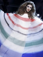 FashionDailyMag-selects-19-CHRISTIAN-DIOR-f2011-haute-couture-july-4-paris-runway-photo-nowfashion