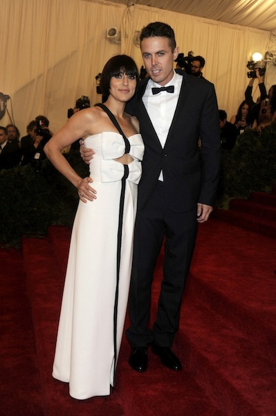 casey affleck wearing burberry to the metropolitan museum of art 2012 costume institute benefit in ny, 07.05.12. 2 jpg
