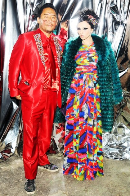 David Choe with stacey bender ALICE OLIVIA | FashionDailyMag