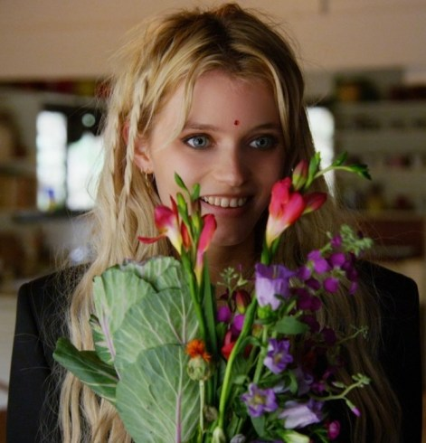 abbey lee at home idmag on FashionDailyMag 2