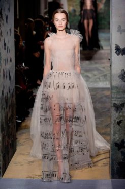 VALENTINO Couture Spring 2014 fashiondailymag sel 1